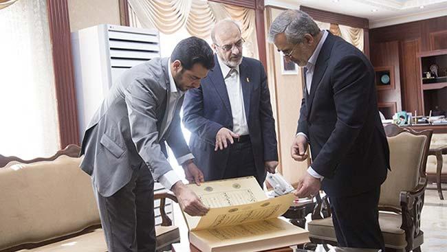افتخاری دیگر اهدای کتاب نفیس قرآن طباخ توسط بانک پاسارگاد